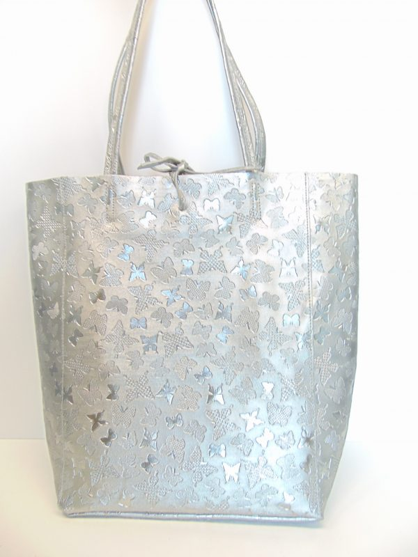 Skórzana srebrna torebka