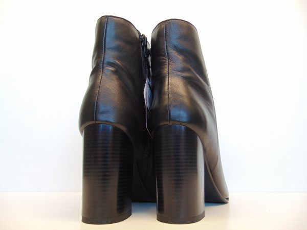Monnari 0700-020 skórzane czarne botki