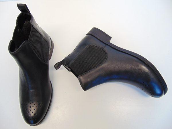 Monnari 0740 skórzane czarne botki sztyblety