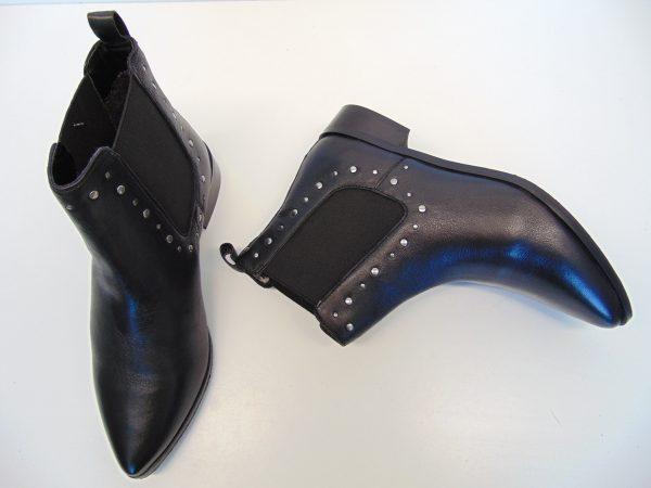 Monnari 0660 skórzane czarne botki sztyblety