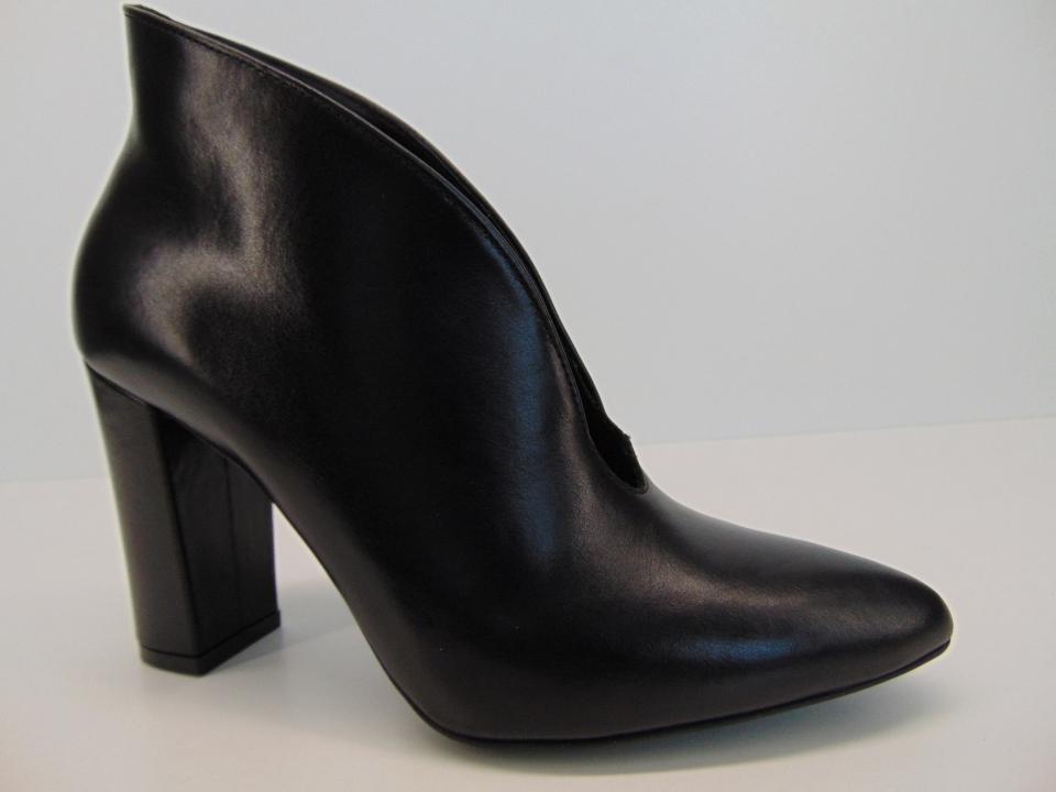 3ca6a71e Botki Ryłko 9RVC4T1LE3F skóra czarne | Buty damskie na lato, sandały ...