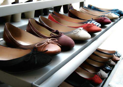 Modne baleriny, lekkie sandały – lato 2020